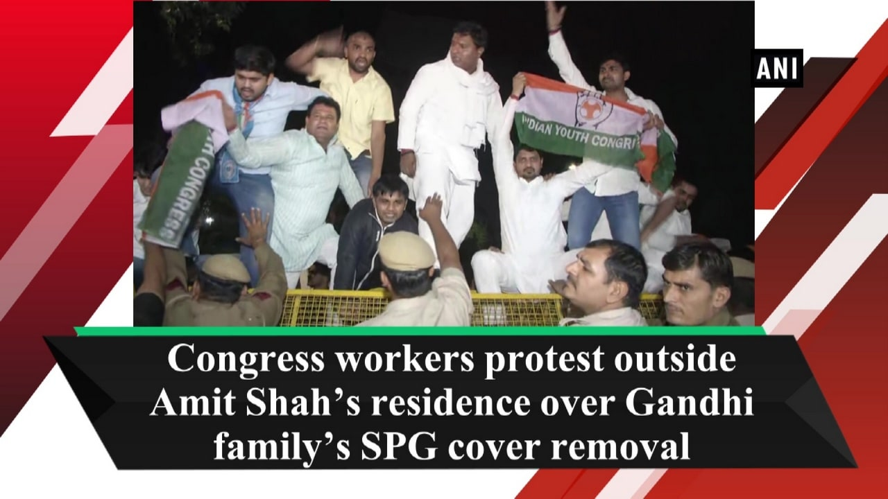 Congress workers protest outside Amit Shah's residence over Gandhi family's SPG cover removal