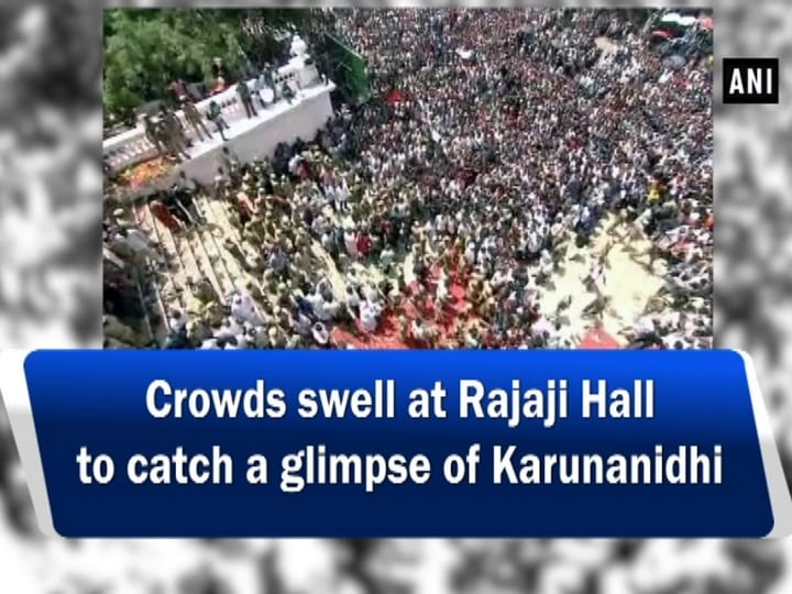Crowds swell at Rajaji Hall to catch a glimpse of Karunanidhi