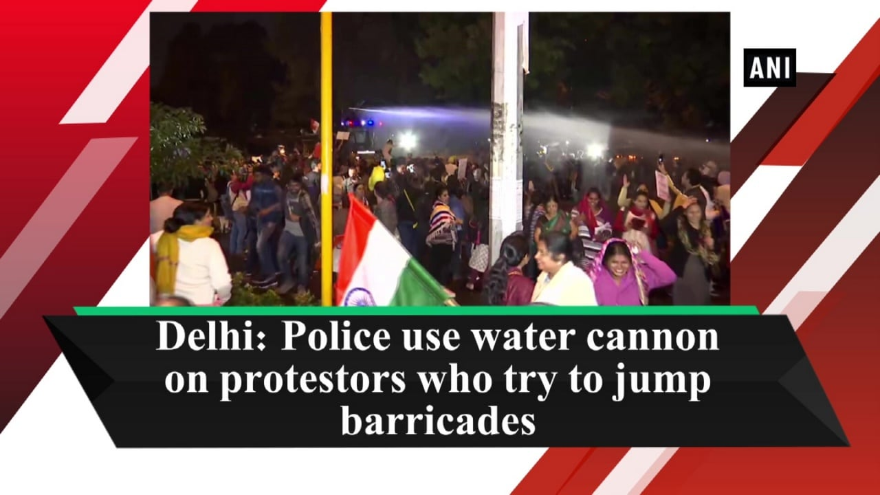 Delhi: Police use water cannon on protestors who try to jump barricades