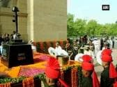 Kargil Vijay Diwas: Parrikar and three service chiefs pay tribute at Amar Jawan Jyoti