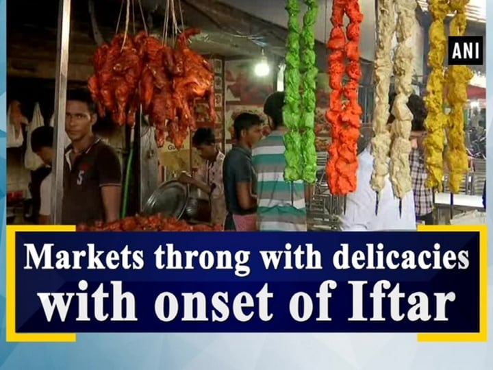Markets throng with delicacies with onset of Iftar