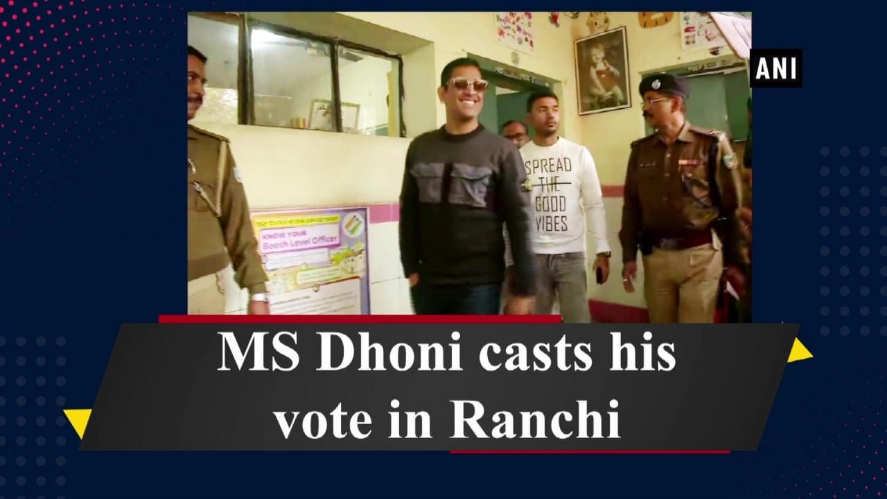 MS Dhoni casts his vote in Ranchi