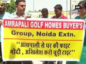 Noida: Residents protest outside Amrapali Golf Home buyers