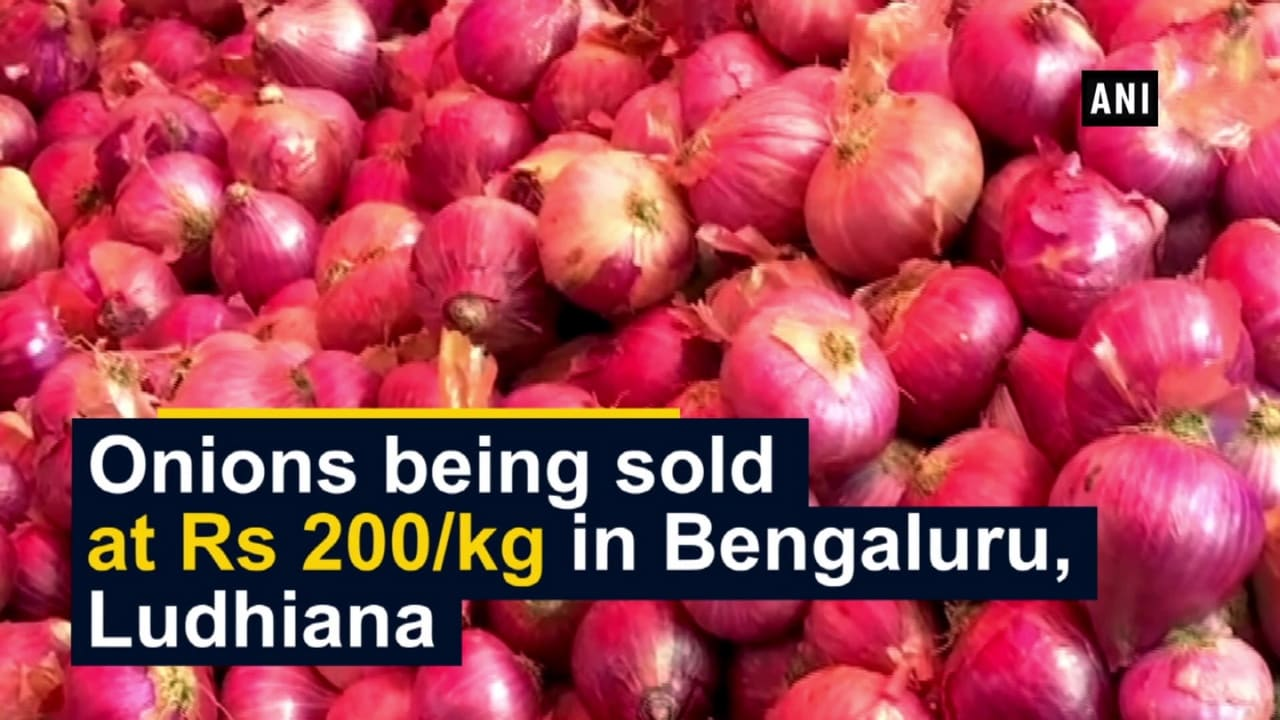 Onions being sold at Rs 200/kg in Bengaluru, Ludhiana
