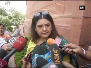 Panic button in mobiles: Credit should be given to PM Modi, says Maneka Gandhi