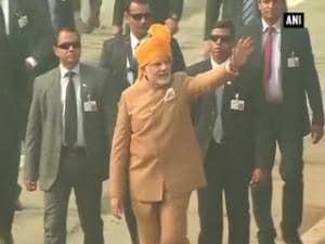 PM Modi greets people at Rajpath