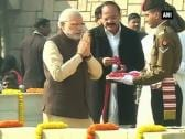 PM Modi, President and Service Chiefs pay tribute at Rajghat