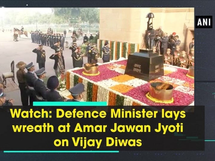 Watch: Defence Minister lays wreath at Amar Jawan Jyoti on Vijay Diwas