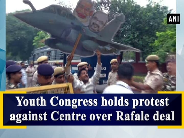 Youth Congress holds protest against Centre over Rafale deal