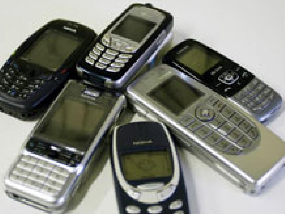 No proof of health risks from cell phones, network towers: WHO