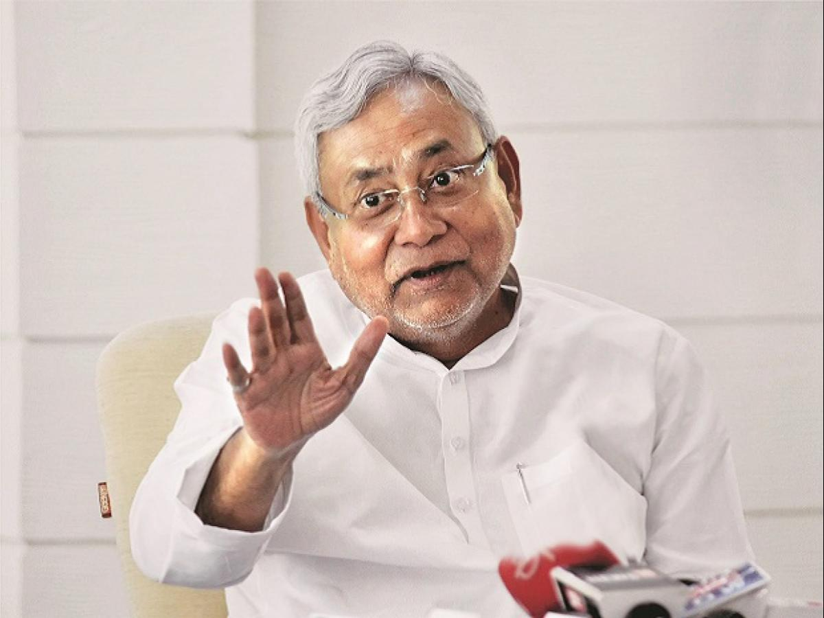 Project Nitish as UPA face to save party, Ramachandra Guha advises Congress  | Business Standard News
