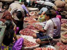 Demonetisation: Cash crunch continues to impact onion trading