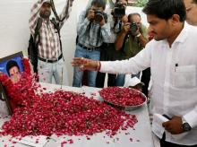 Hardik Patel, Convener of Patidar Anamat Andolan Samiti, offers floral tribute to Shwetang Patel at his prayer meeting in Ahmedabad