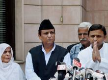 Uttar Pradesh Chief Minister AKhilesh Yadav, along with family members of Akhlaq, who was lynched in Dadri address media at 5 Kalidas Marg in Lucknow