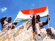 The Tricolour atop a Kargil peak (Photo Credit: Sainik Samachar)