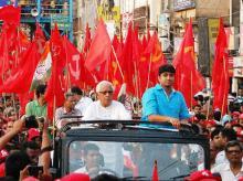 Buddhadeb Bhattacharjee at an election rally in Kolkata (pic: Subrata Majumder)