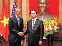 US President Barack Obama (left) shakes hands with Vietnam's President Tran Dai Quang after an arrival ceremony at the presidential palace in Hanoi, Vietnam, on Monday | Photo: Reuters