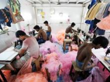Employees work inside a garment factory in Mumbai (Photo: Reuters)