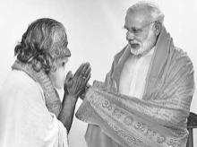 Chandrakant Damodar Kulkarni (left) with Narendra Modi