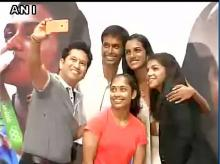 Sachin Tendulkar, Pullela Gopichand, PV Sindhu, Sakshi Malik & Dipa Karmakar take a selfie at the felicitation ceremony (Image: ANI)