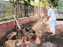 PM Narendra Modi made a visit to Mandir Marg police station and picked up a broom to clean the garbage   Photo: PTI