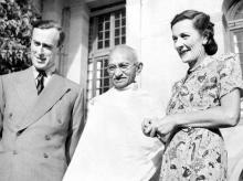 Mahatma Gandhi with the last Viceroy, Louis Mountbatten and his wife Edwina in 1947. It was Mountbatten's arbitrary choice of date for the British withdrawal, announced at a press conference, that underlined the British government's systematic failur