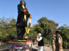 Prime Minister Narendra Modi pays tributes to Sardar Patel in Hyderabad. Photo: Twitter (@PMOIndia)