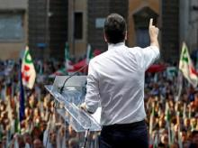 Italian Prime Minister  Matteo Renzi speaking during a rally in Rome. (Photo: Reuters)