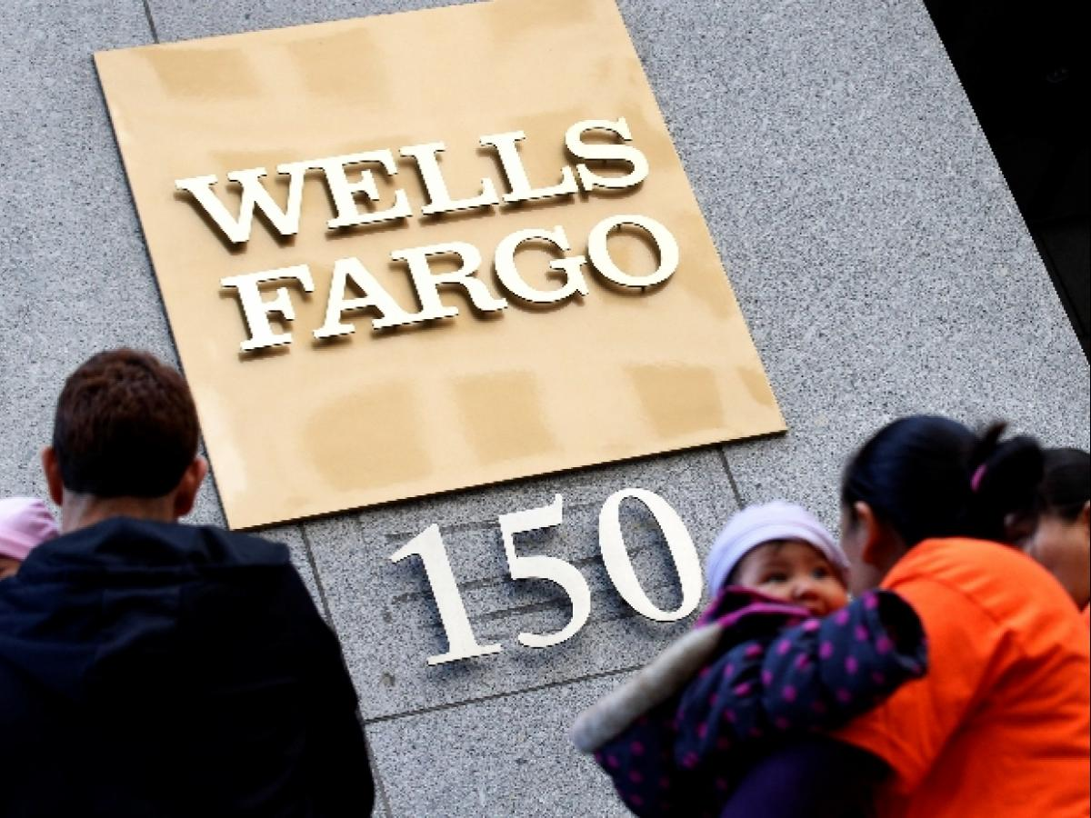 Wells Fargo CEO Tim Sloan quits, succumbing to pressure from