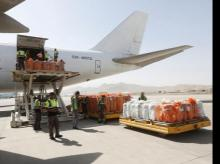 Workers load export materials into a Cargo plane in Kabul, Afghanistan. June 19, 2017. Photo: Reuters