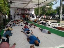 Congress workers, perform, shavaasana, Mandsaur farmer killings