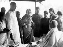 File photo. Mahatma Gandhi talks to Ramakrishna Bajaj and others at Khadi Pratishthan, Sodepur, Kolkata, in 1946. Photo: Jagdish Agarwal/Dinodia Photo