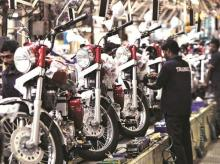 Workers assemble Royal Enfield motorcycles at its factory in Chennai. The company continues to be in the driver's seat in the  mid-size bike segment, despite multiple moves by competition. Photo: Reuters
