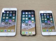 (L-R) iPhone 8 Plus, iPhone X and iPhone 8 models are displayed during an Apple launch event in Cupertino (Photo: Reuters)