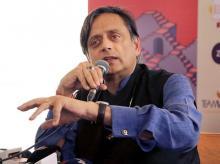 Shashi Tharoor addressing audience at Jaipur Literary Fest
