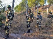 Kashmir conflict,Indo-Pakistani wars,IndiaPakistan border,Pakistan,Government,Indian Army,Military history of Pakistan,Pakistan Army,IndiaPakistan military confrontation,IndiaPakistan border skirmishes,Ayan,media wing,ISPR, Indian soldiers, border at