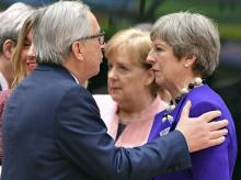British Prime Minister Theresa May, right, speaks with European Commission President Jean-Claude Juncker during a round table meeting at an EU summit at the Europa building in Brussels on Thursday. Photo: AP | PTI