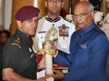 MS Dhoni walked like an army man to receive Padma Bhushan