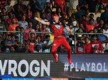 Royal Challengers Bangalore AB De Villiers takes the catch of Alex Hales of Sunrisers Hyderabad during their IPL T20 cricket match 2018. Photo: PTI