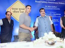 akshay kumar, nitin gadkari, bollywood actor, road safety campaign, traffic violators, road safety awarenesss, road and transport ministry, home ministry, padman, toilet ek prem katha, road safety bills, road accidents in india, traffic violation in