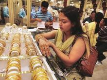 Gold at nearly 6-yr high of Rs 32,650 on festive demand