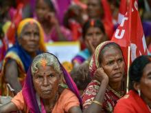 Workers and farmers of various unions raise slogans during 'Mazdoor Kisan Sangharsh Rally' at Parliament Street, in New Delhi on Wednesday, Sept 5, 2018. (PTI Photo)