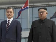 South Korean President Moon Jae-in, left, poses with North Korean leader Kim Jong Un | Photo: PTI