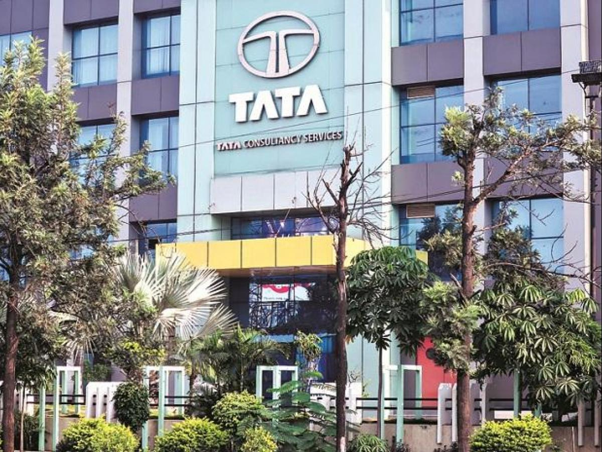 TCS, Infosys may vie with global majors for $1 7-billion contracts