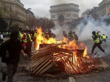 Paris riot, Yellow jacket movement