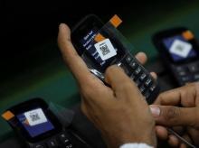 Govt considering to allow 'mobile shops' for street vendors: Ministry