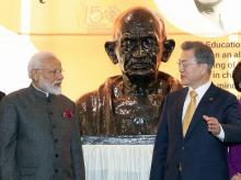 Indian Prime Minister Narendra Modi, left, and South Korean President Moon Jae-in attend an unveiling ceremony for a statue of Mahatma Gandhi at Yonsei university in Seoul | Photo: PTI