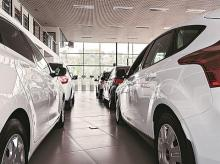 More car buyers opting for high-end models with safety feature, accessories