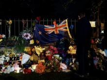 A woman pays her respects at a memorial site for victims of the mosque shootings at the Botanic Gardens in Christchurch, New Zealand, March 17, 2019. Photo: Reuters