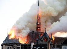 Firefighters douse flames from the burning Notre Dame Cathedral in Paris, France April 15, 2019. Photo: Reuters